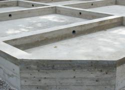 Автобетононасос для бетонирования фундамента
